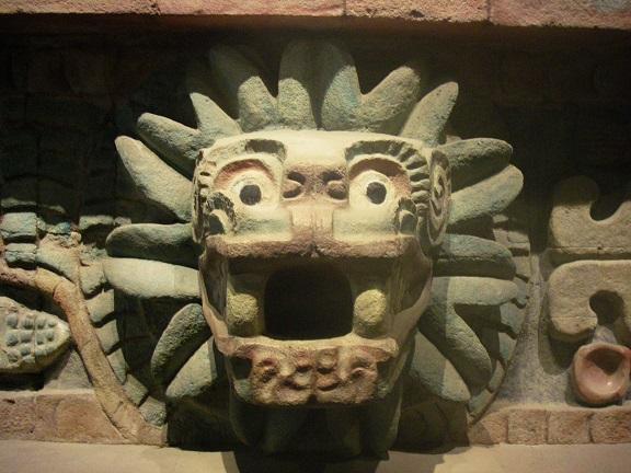 Skulptur des Quetzalcoatl.