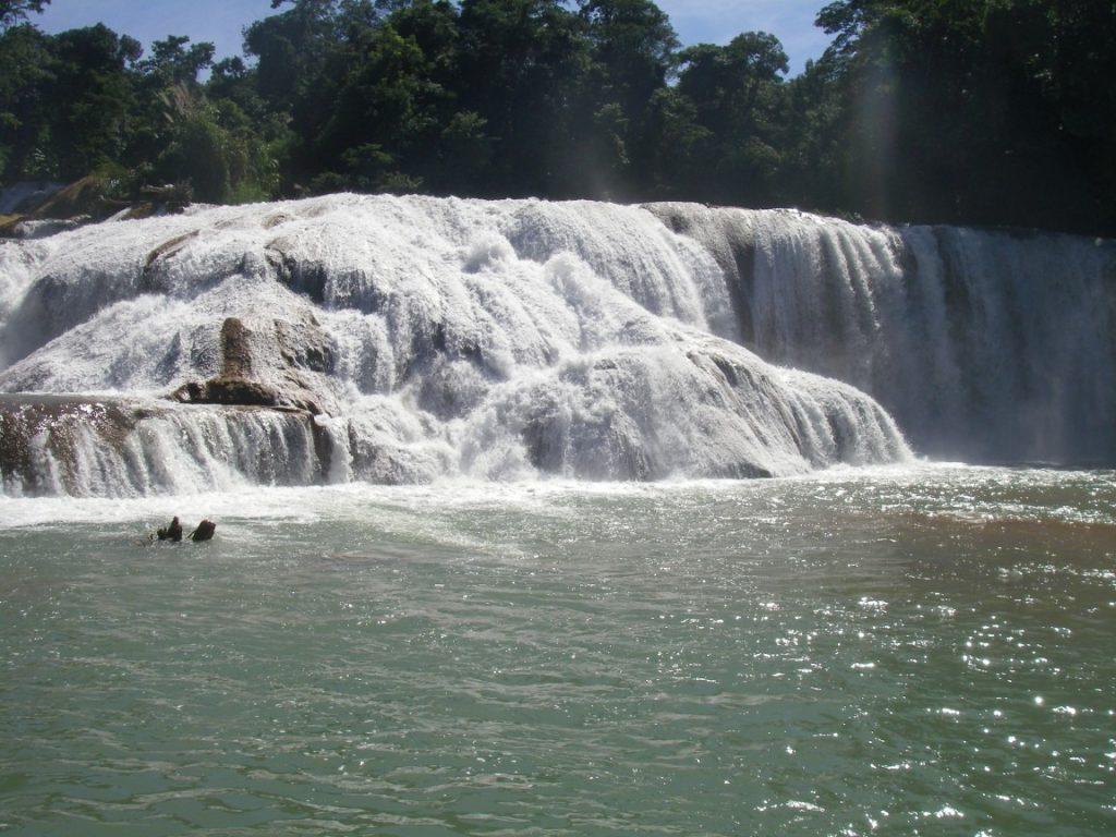 breiter Wasserfall von Agua Azul.