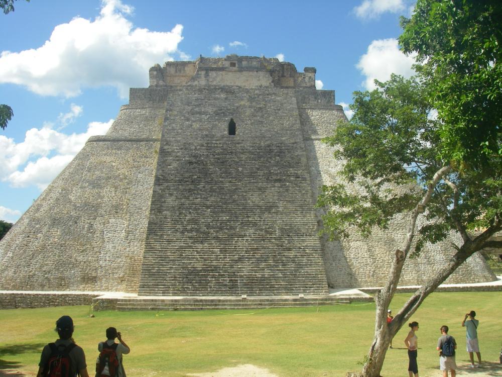 Ovale helle Pyramide.
