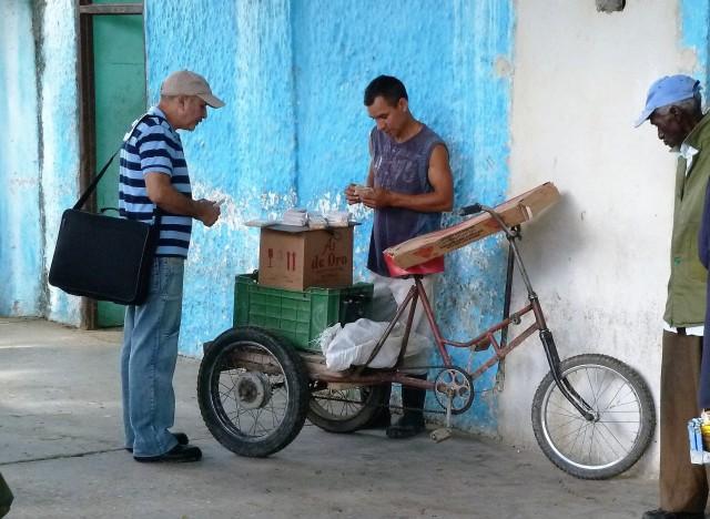 mobiler Snackstand am Busbahnhof