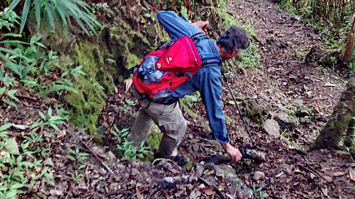 Marcus auf einem steilen Wegstück.