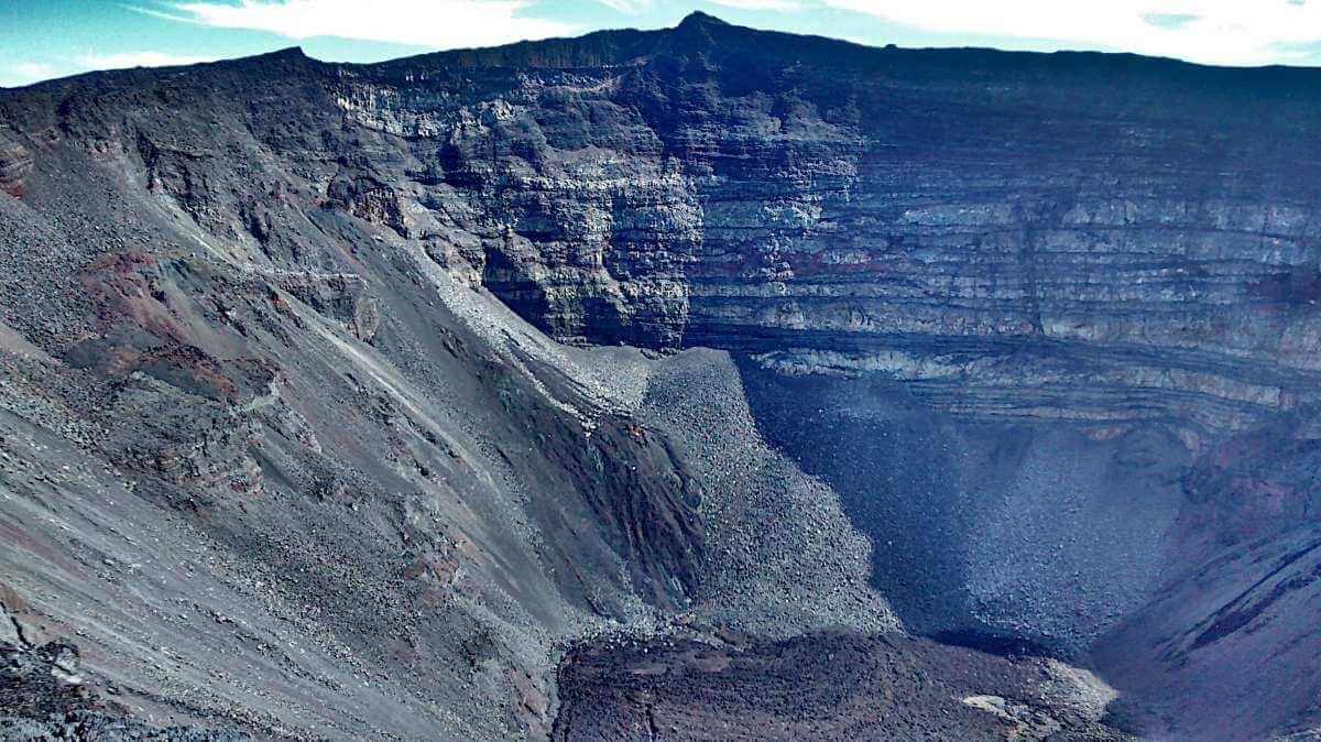 Krater des Vulkans Piton de la Fournaise.