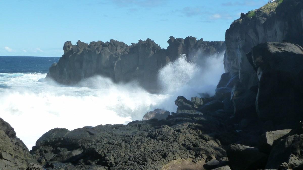 La Reunion Südküste mit Lavaklippen.