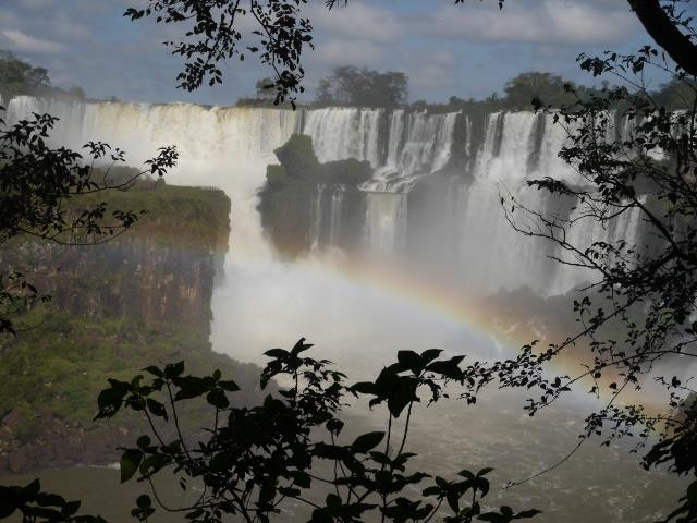 Wasserfälle und Regenbogen