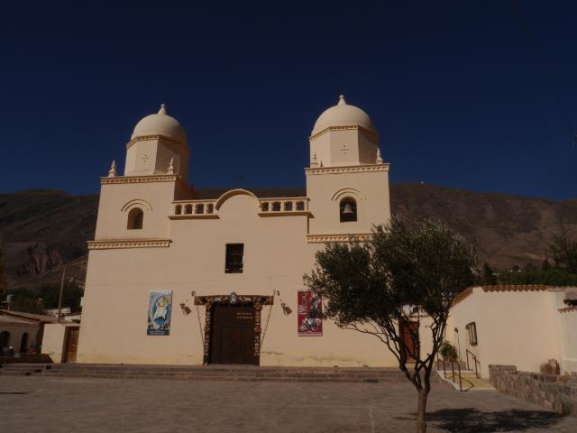 Dorfkirche vor blauem Himmel - schön!