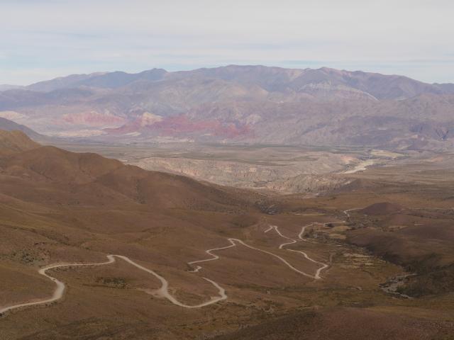 Über Serpentinen und Schotterpiste zurück nach unten - sofern man 3000 m als unten bezeichnen möchte