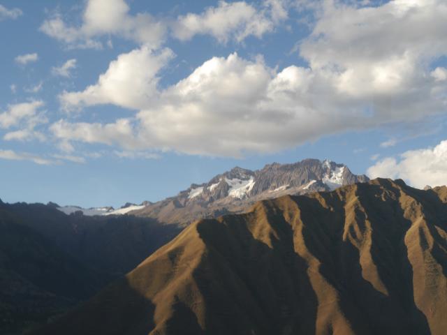 Im Hintergrund der schneebedeckte Salkantay