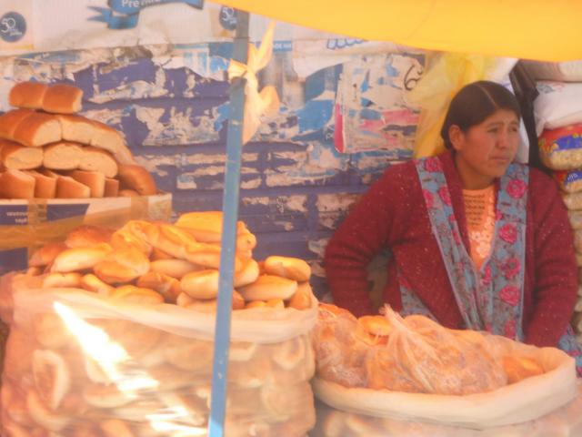 Brot Verkäuferin auf dem Markt