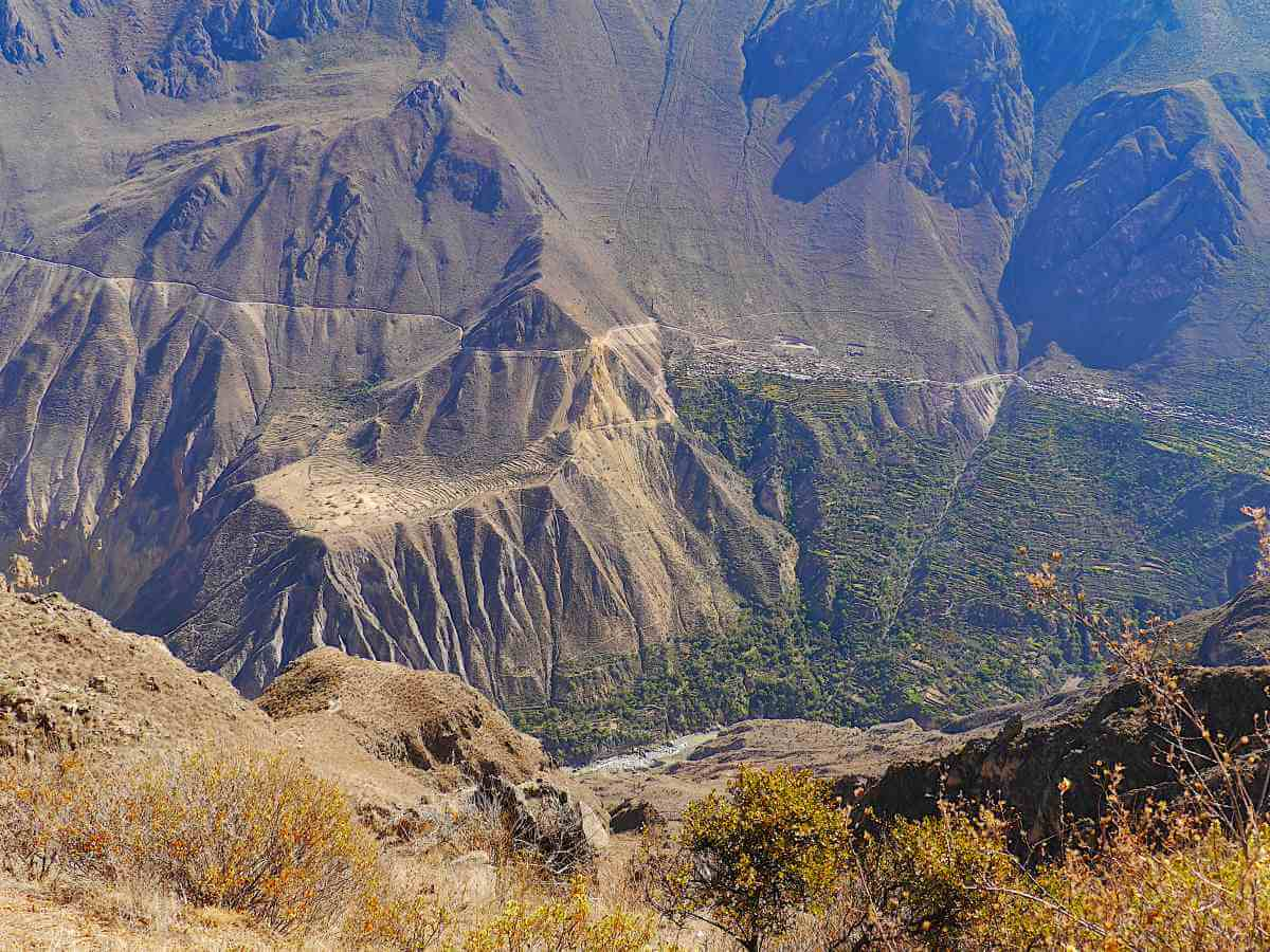Blick in den schroffen Canyon.