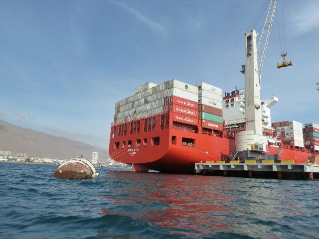 Großes Containerschiff.