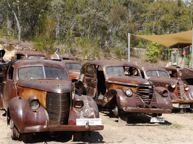Rostende Fahrzeuge ohne Ende