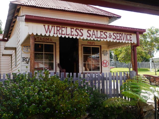 Voll mit alten Radios war dieser Laden