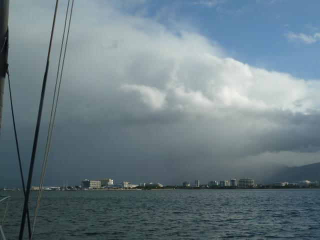 Wolken über Cairns