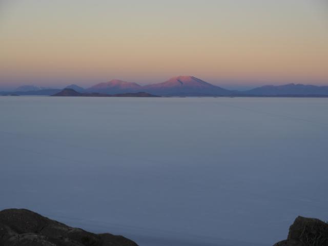 Salar de Uyuni im ersten Morgenlicht