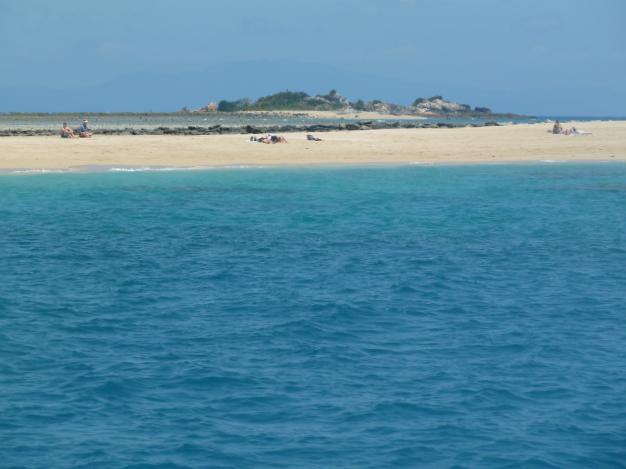 Leuchtende Farben von Meer und Strand, typisch Whitsundays