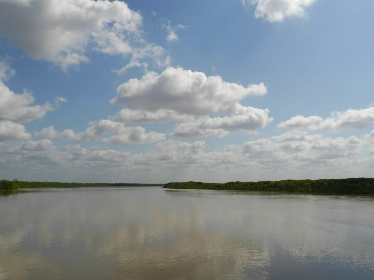 Breites Flussbett.