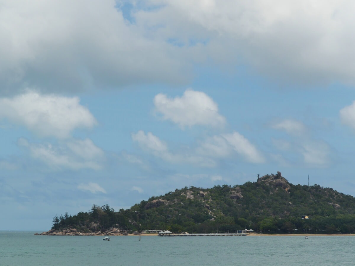 Blick vom Meer auf Magentic Island.