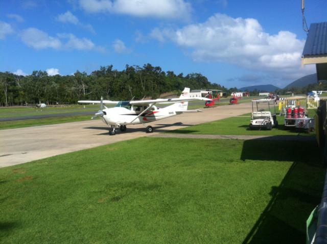 Mit kleinen Flugzeugen geht es zum Rundflug über die Whitsundays