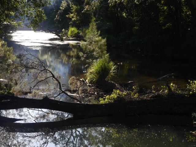 Broken River im Abendlicht
