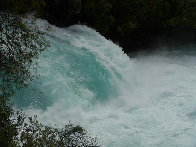 Die prächtige Abschluss-Stufe der Huka Falls.