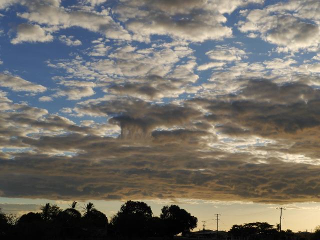 Wolkengebilde über Outbacktown