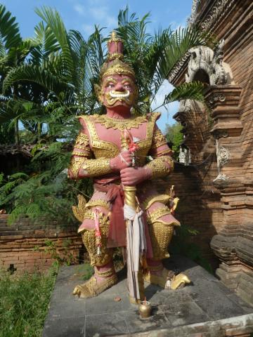 Grimmiger Tempel Wächter - da traut sich kein böser Geist vorbei