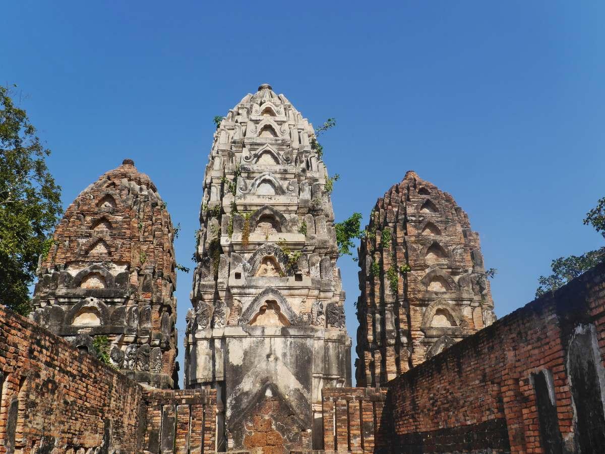 Drei Prangs im Khmer-Stil.