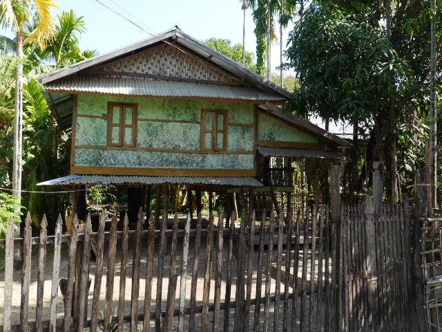 Traditionelles Haus auf Pfählen