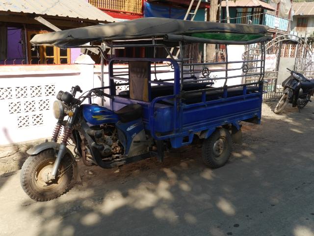 dreirädriges Moto-Taxi in Mrauk U