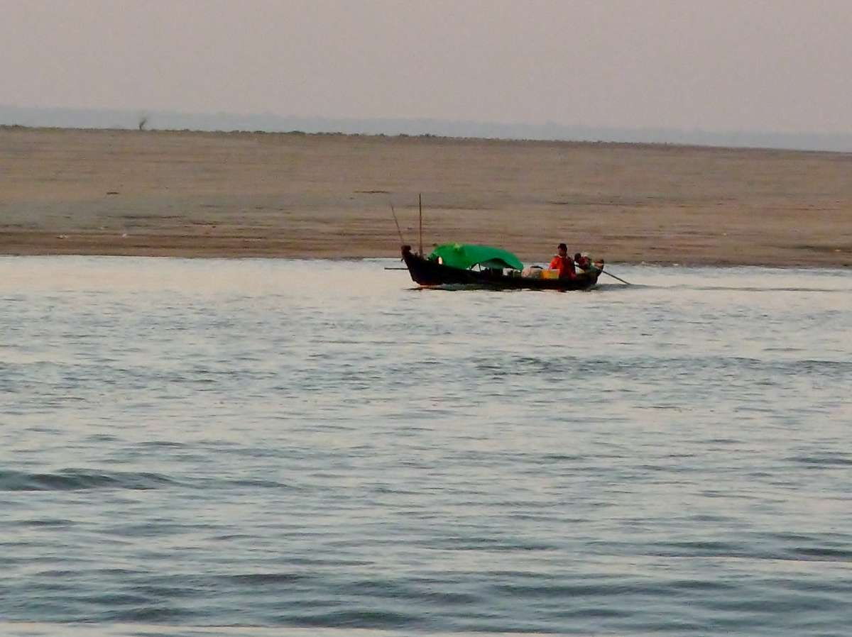 Flache, sandige Ufer am Irrawaddy