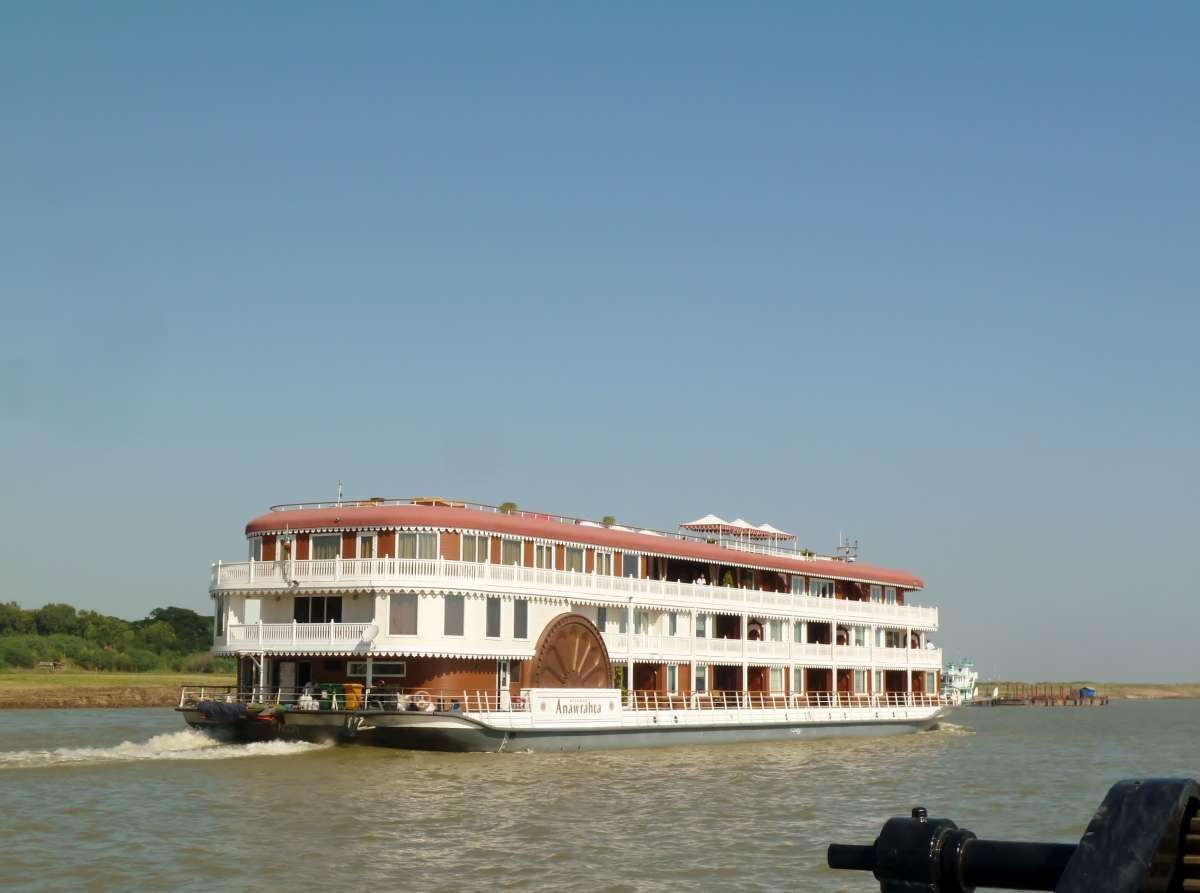 Luxuriöses Cruise-Ship auf dem Irrawddy