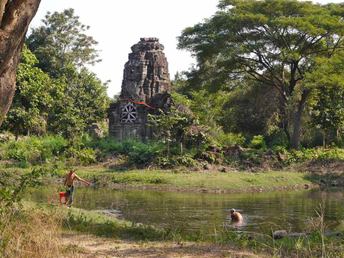 Tempel in Teich.