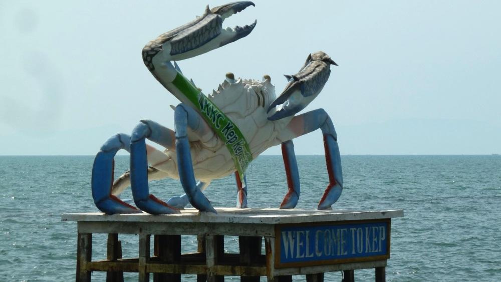 Große Skulptur einer Krabbe in Kep.