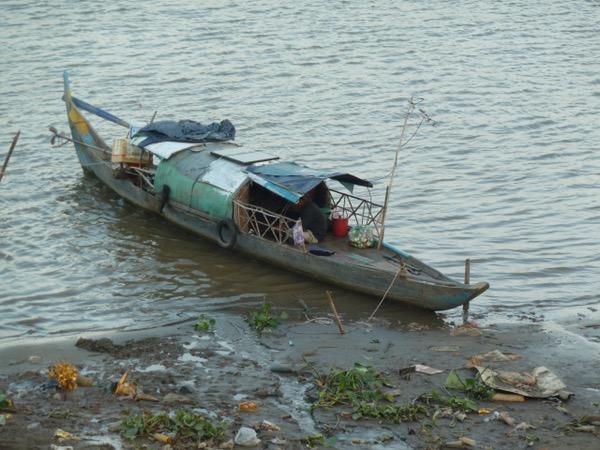 Wohnboot und Müll