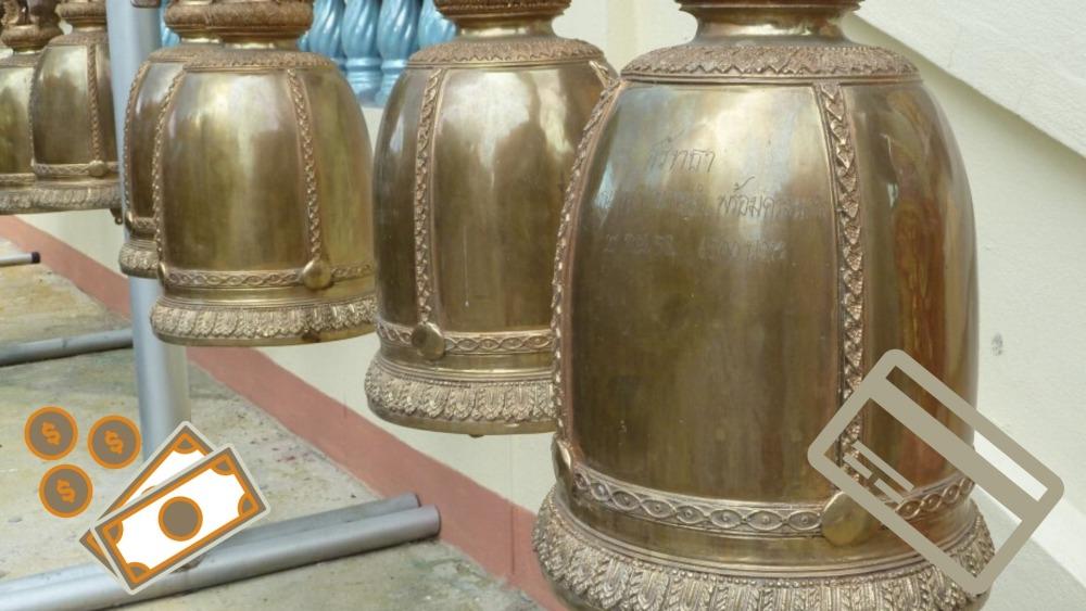 Goldene Tempelglocken in Thailand.