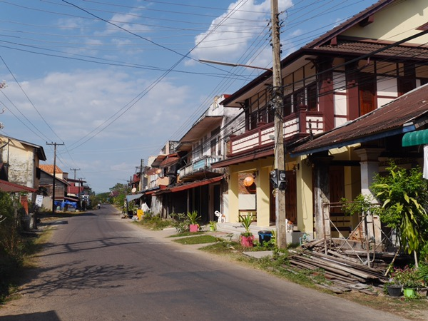 Straße in Champasak.