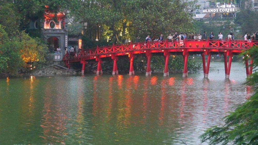 Rote Brücke in Hanoi.