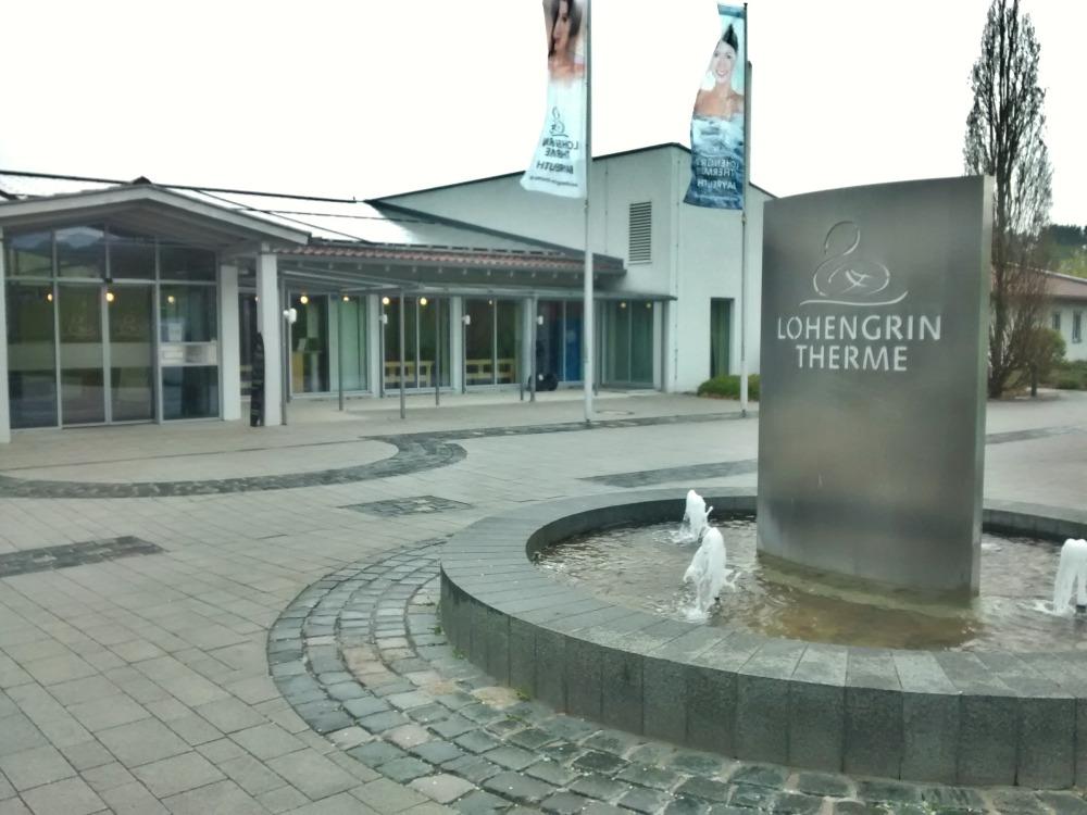 Eingang der Lohengrin-Therme in Bayreuth.