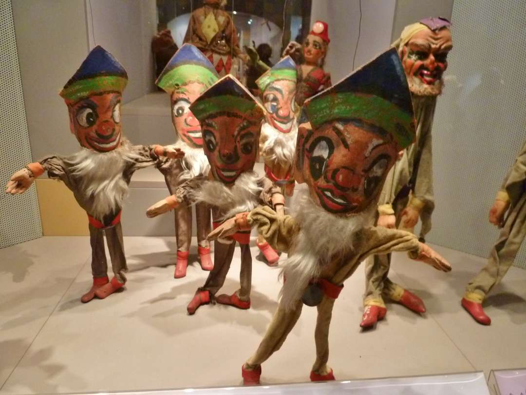 Zwerge als Marionetten
