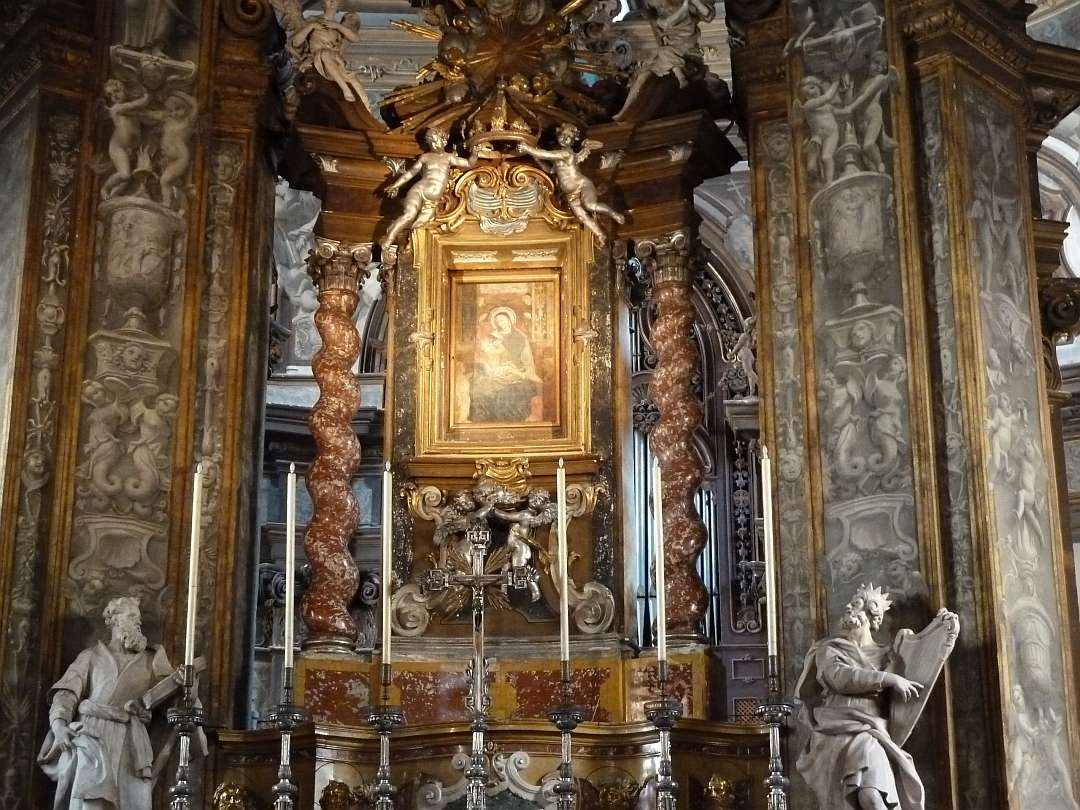 prächtiger Innenraum der Kirche