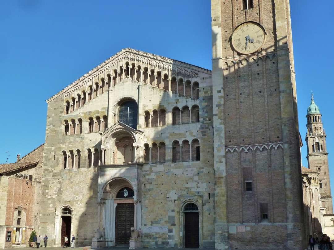 Fassade des Doms von Parma