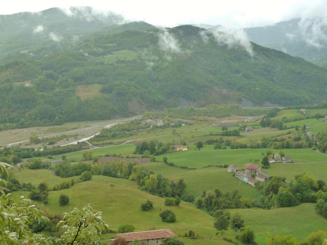 Blick von Schloss Bardi über Berge