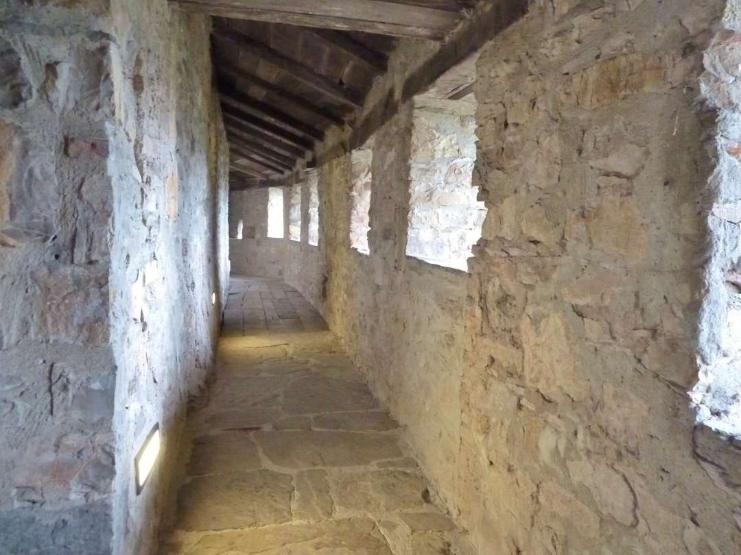 Schloss Bardi Wehrgang