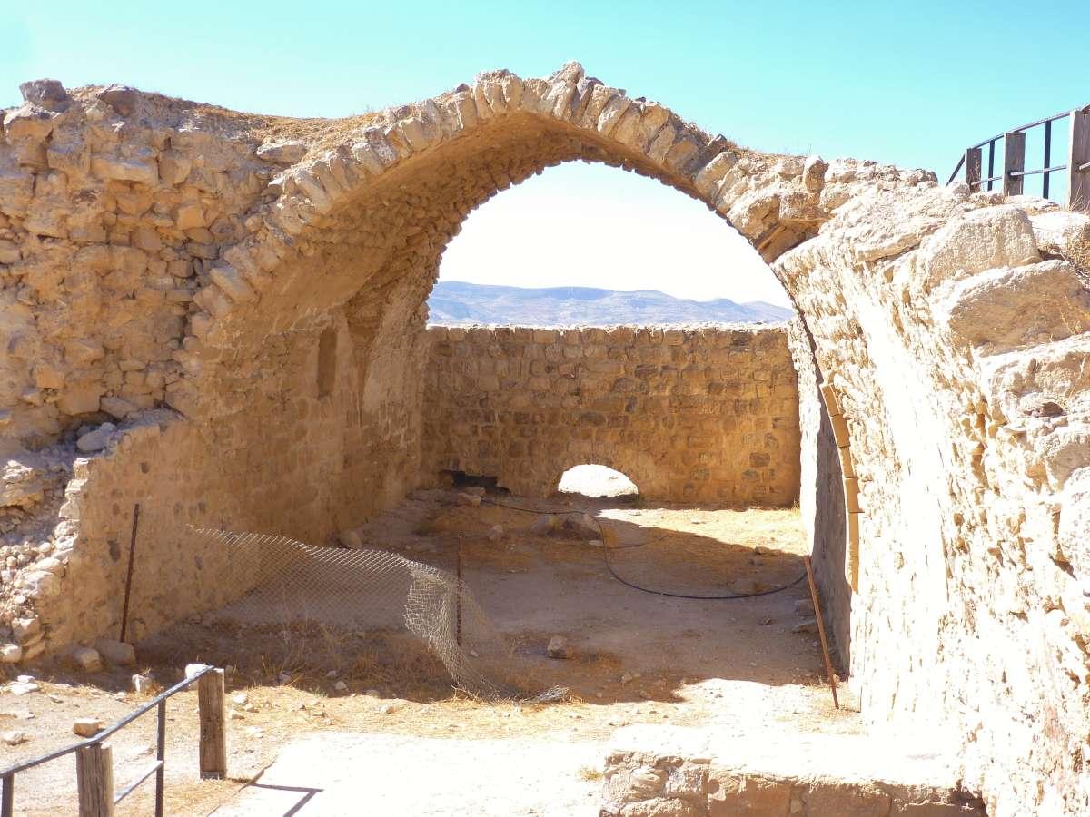 Gewölbebogen der Kirche