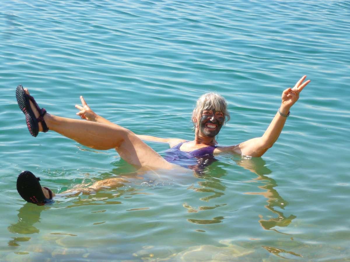 Schwimmerin in Rückenlage