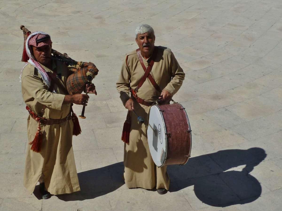 Beduinen mit Dudelsack und Trommel