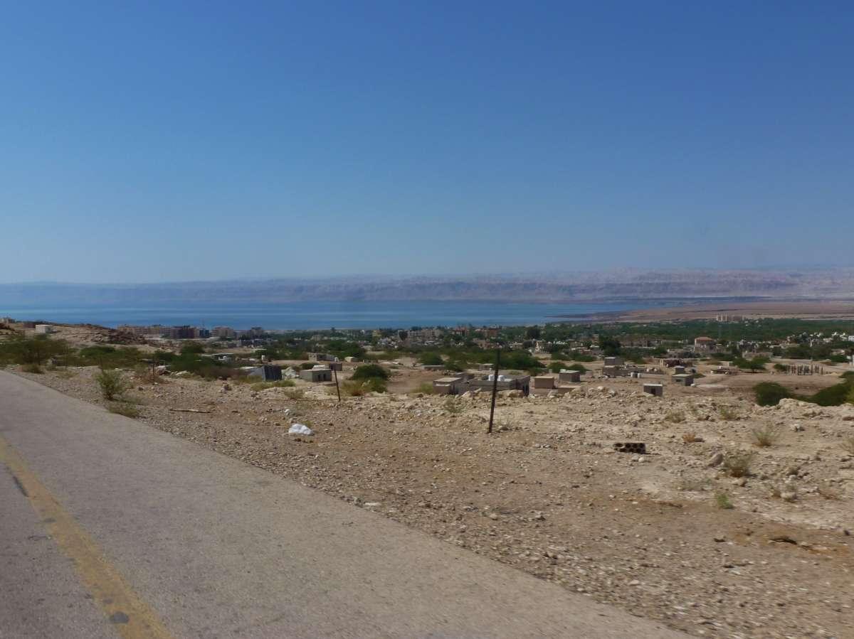 Straße und Blick aufs Tote Meer