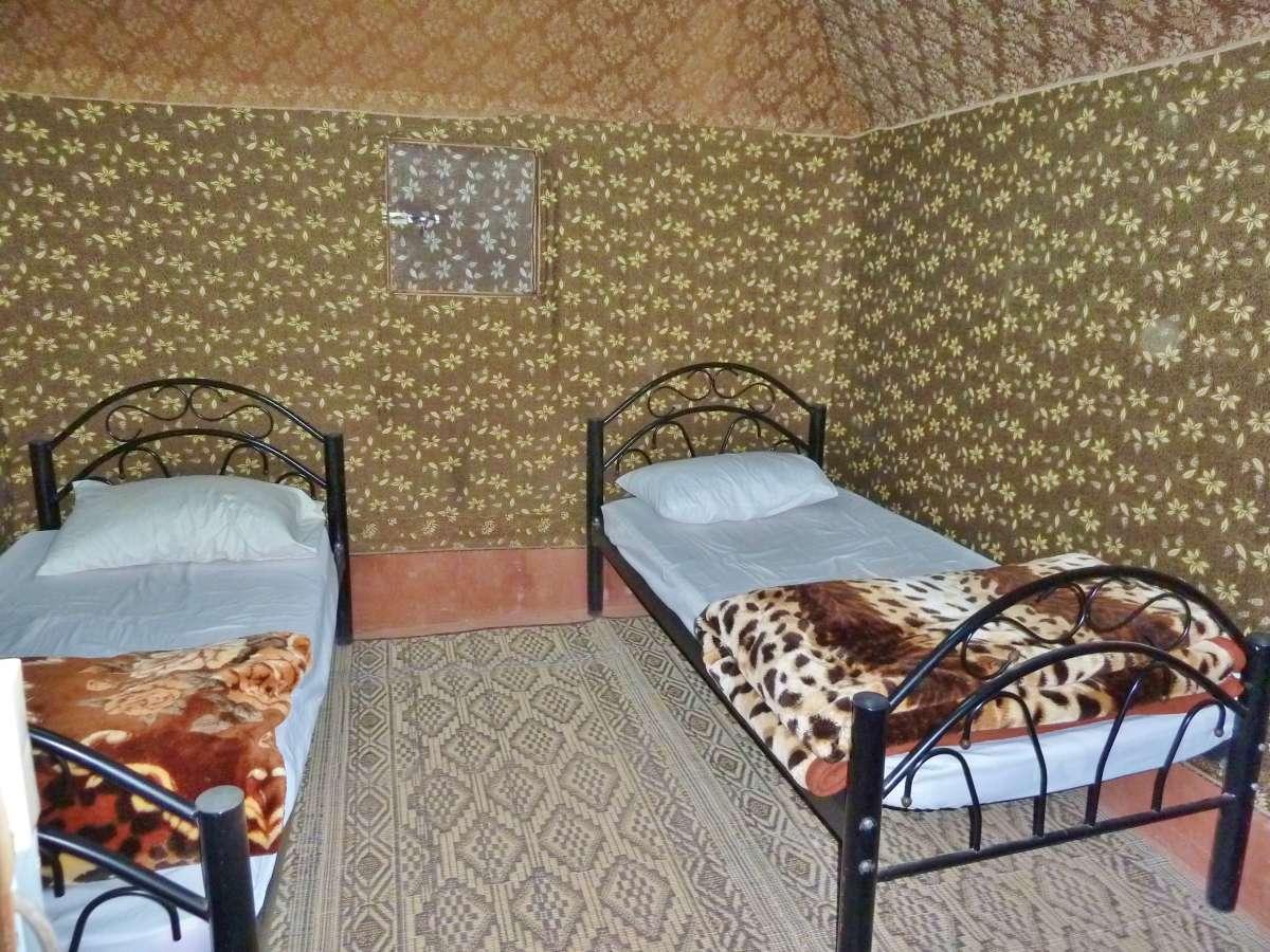 Zeltinneres mit zwei Betten