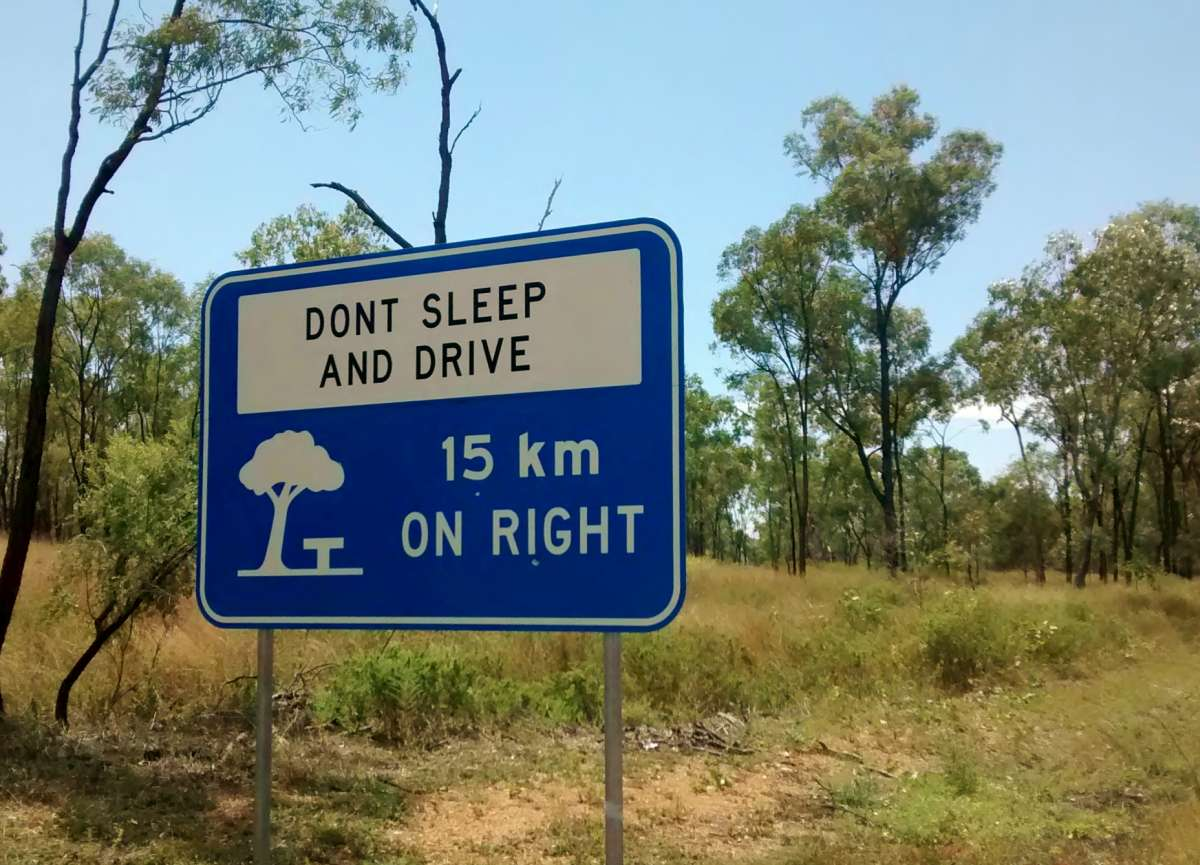 "Schild ""Don't sleep and drive"""