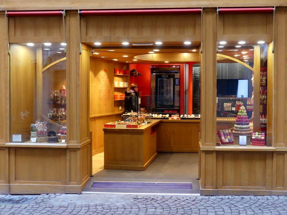 Kleiner Laden mit süßen Sachen in Straßburg